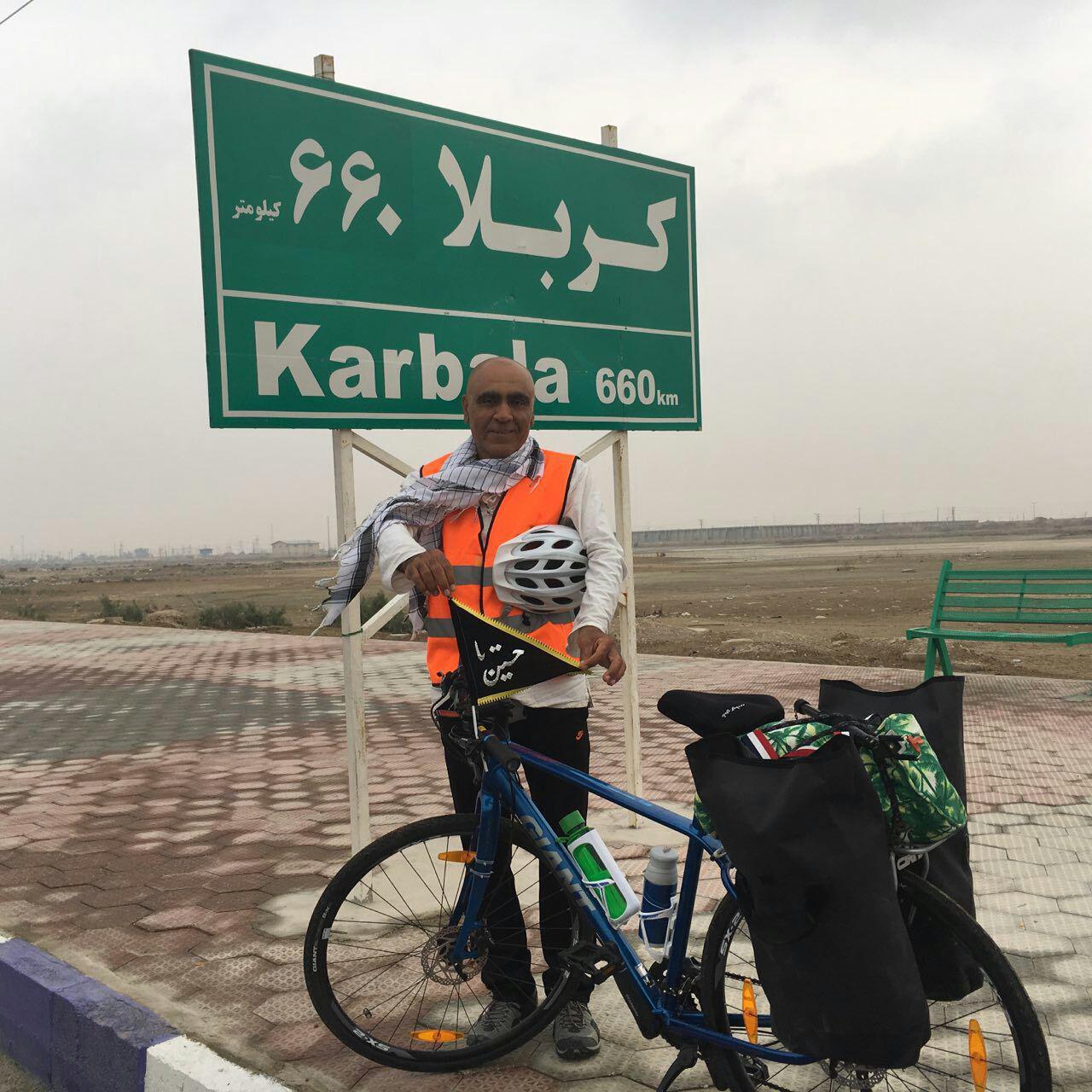 دوچرخه سوار بوشهری حامل بیرق متبرک حضرت اباعبدالله الحسین از مرز شلمچه تا شهرستان بندرجاسک رکاب زد