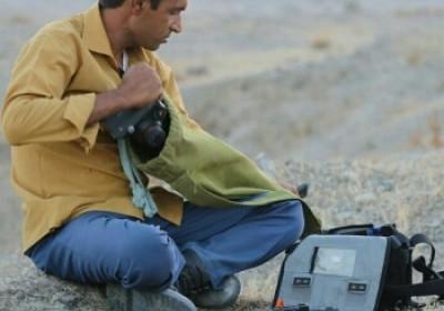گفتگو با جوان منوجانی که  کارگری می کند و با درآمد آن، از حیات وحش تصویربرداری و مستند  می سازد.