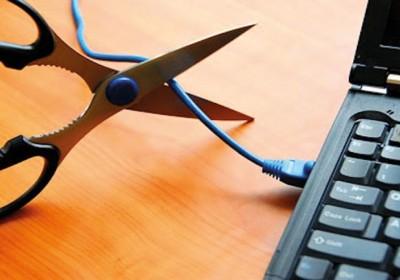 مکران از شمال هرمزگان گزارش می دهد: مخابرات واینترنت چالش بزرگ ادارات و مردم بخش فین