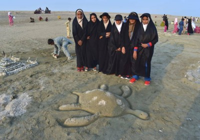 برگزاری جشنواره مجسمههای شنی در ساحل روستای آبکوهی بخش لیردف شهرستان جاسک باحضور دانش آموزان و مردم روستاهای آبکوهی و کرتی
