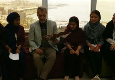 برگزاری جلسه کتابخوانی  اعضای کتابخانه شهید مطهری (ره) بندرعباس با حضور مصطفی رحماندوست