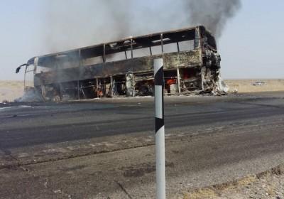 برخورد سواری پژو حامل سوخت با اتوبوس مسافر  در محور ایرانشهر  ، بم  موجب آتش سوزی شد.