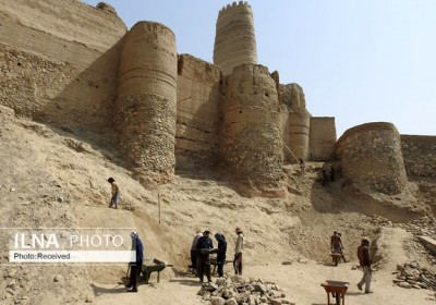 کشف سفالی خاص در قلعه منوجان/ آثاری از جواهرسازی و شیشهگری به دست آمد