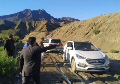 کاروان وزیر راه بهمراه مدیرکل راهداری کشور در باتلاق بیچند  گیر کرد